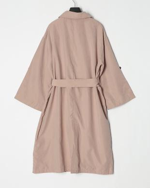ピンク ロングコートを見る