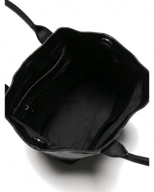 VINYL MASCARA ハンドバッグ、ショルダーバッグを見る
