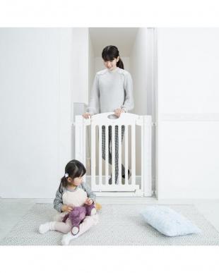 ホワイト 階段上で使えるゲートを見る