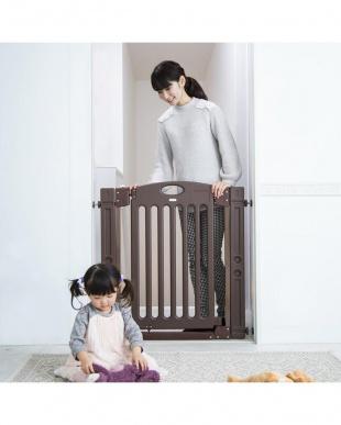 ブラウン 階段上で使えるゲートを見る