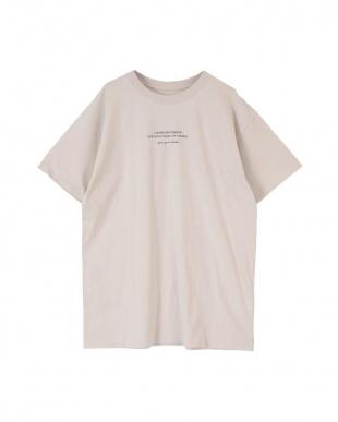 グレージュ フォトプリントオーバーサイズTシャツを見る