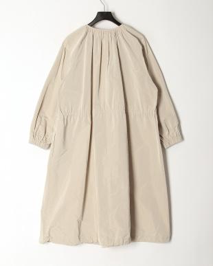 ライトベージュ イタリア素材シルク混モッズ風コートを見る