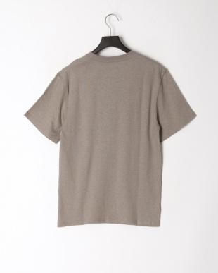 グレー レギュラーフィット 胸ポケットTシャツを見る