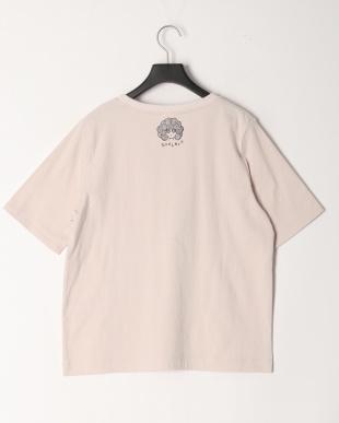 ピンク イヌアート柄Tシャツを見る