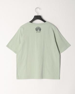 グリーン イヌアート柄Tシャツを見る
