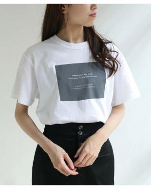 ホワイト ワッペンロゴTシャツを見る