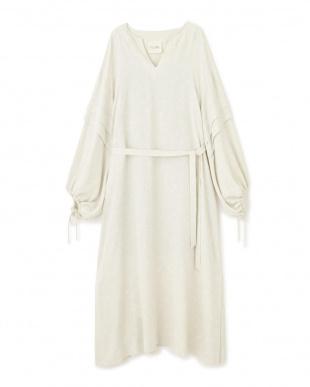 ホワイト ギャザースリーブドレス FLOMLを見る