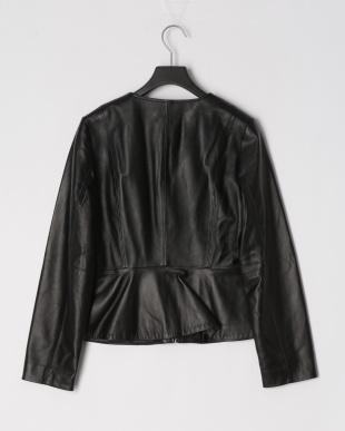 ブラック ソフトラムレザーペプラム切り替えジャケットを見る