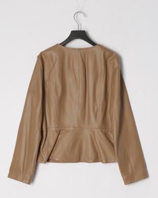 ベージュ ソフトラムレザーペプラム切り替えジャケットを見る