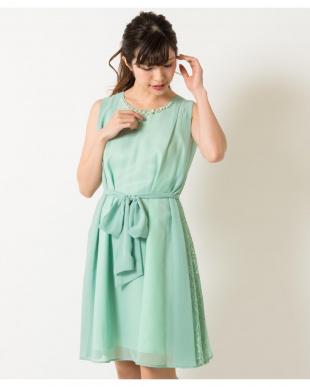 ミントグリーン サイドレースビジューネックドレス(8R04-09001)を見る