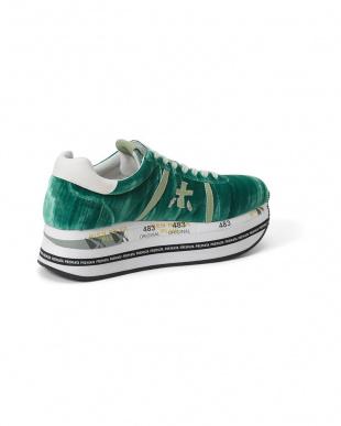 グリーン デザイン スニーカーを見る