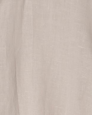 ライトベージュ パール調ボタン使いスキッパーリネンシャツを見る