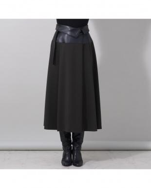 カーキ レザー切替フレアスカートを見る