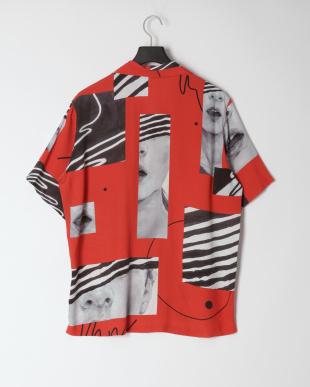 レッド アロハシャツを見る