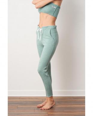 m. green pantsを見る