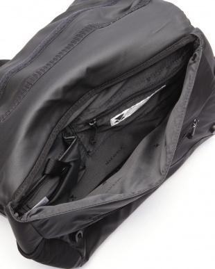 BLACK TRUCKS RAISE SHOULDER BAGを見る