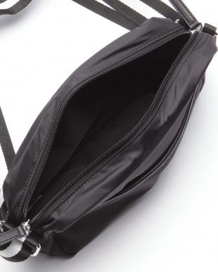 ブラック フランコフェラーロメンズラインショルダーバッグを見る