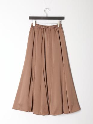 28 スーパーフレアサテンスカートを見る