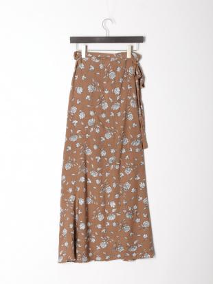 ブラウン フラワープリントラップスカートを見る