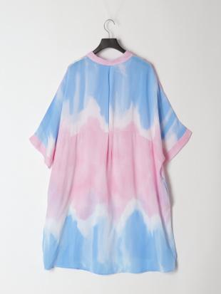 ピンク ロングシャツを見る