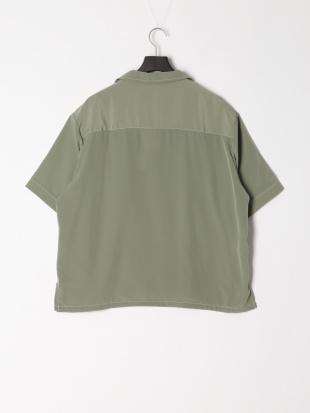 グリーン ビッグポケットステッチシャツを見る