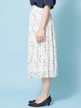 アイボリー 【洗える】ラインフラワープリントプリーツスカート OFUONを見る