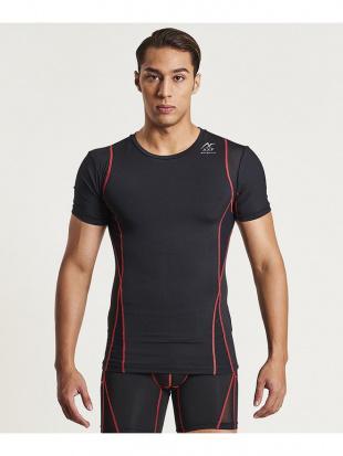 BLACK × RED メンズバランスフィット半袖Teeを見る