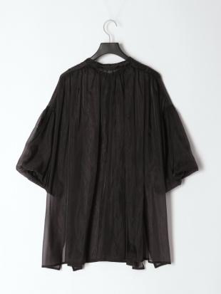 ブラック オーガンジーロングバンドカラーシャツを見る
