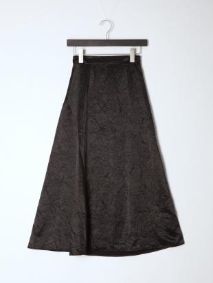 ブラック シワ加工サテンフレアスカートを見る