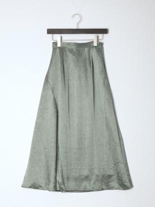 グリーン シワ加工サテンフレアスカートを見る