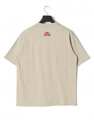 ベージュ レッドアップル プリント 半袖Tシャツを見る