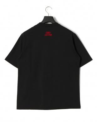ブラック レッドアップル プリント 半袖Tシャツを見る