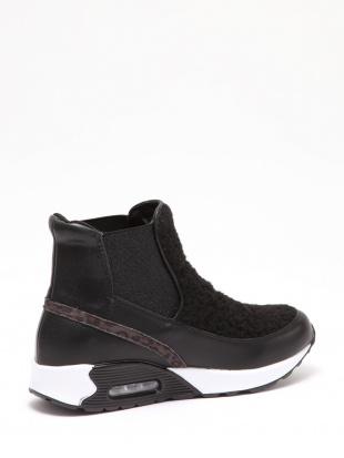 ブラック 軽量 ボアアクセント スニーカーブーツを見る