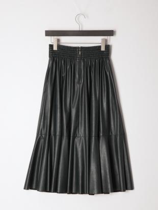 グリーン シンセティックレザースカートを見る