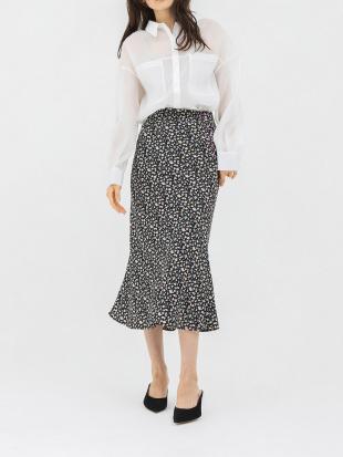 ブラック 花柄ロングタイトスカートを見る