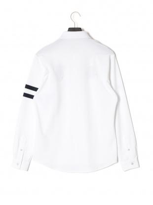ホワイト 長袖 ニットシャツを見る