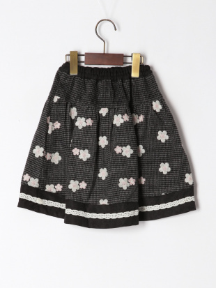 ブラック フラワー刺繍スカートを見る