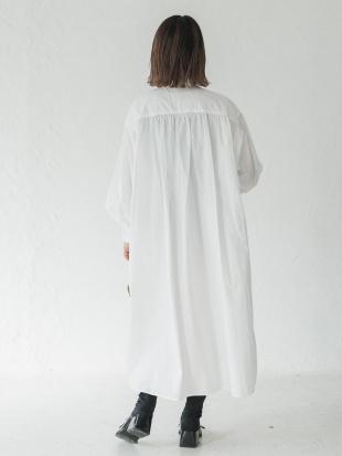 WHITE バンドカラーシャツワンピースを見る