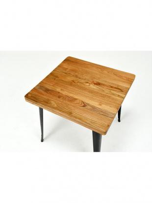 ダイニングテーブルを見る