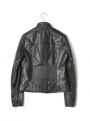 ブラック シープレザー 中綿入 スタンドカラー ダブルジップ ジャケットを見る