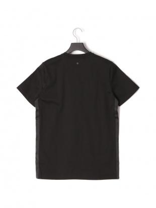 ブラック 半袖Tシャツ TAPE T-SHIRTを見る