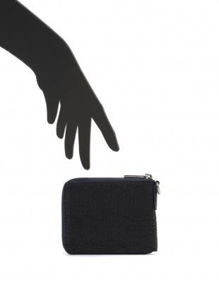ブルー/ブラック シャークレザー 日本鞣し染色 ラウンドジップ 二つ折り財布を見る