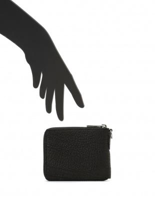 ブラック シャークレザー 日本鞣し染色 ラウンドジップ 二つ折り財布を見る